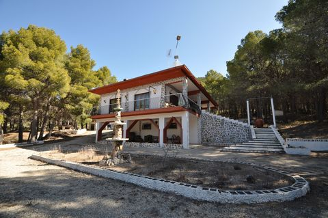 This property is located in the natural area of Xorret de Catí, an excellent location full of nature, it is a place that stands out for its environmental value and its scenic beauty. It is a mountainous area dominated by large and famous mountains of...