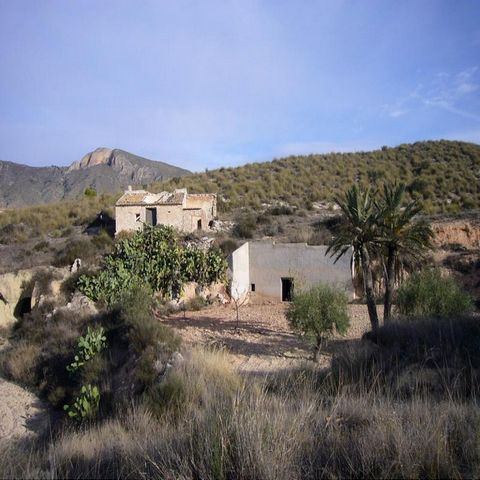 This is a reformation project set near mascivenda and barinas. It is part cave house and part house in need of total restoration - there are two separate title deeds, one for each. The combined area of both properties is approximately 160m2. Both are...