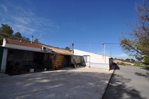Village house in La Zarza, nicely located on a hill, with very nice views and and easy access. The property is totally refurbished, has 4 bedrooms and 1 bath. The plot consists of a part of the mountain of about 20.000 sq meters. If you are looking f...