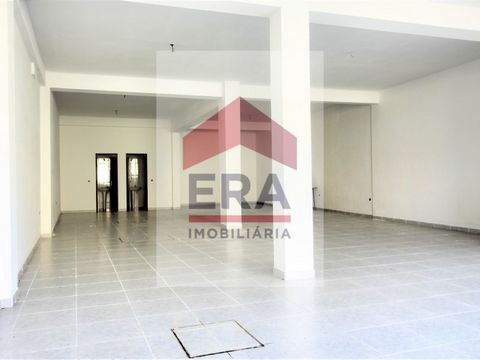 140,70sq.m Shop in Peniche. In good condition. With 2 bathrooms. A big shop window. Well located. Central zone. Energy Rating: C #ref:150200175