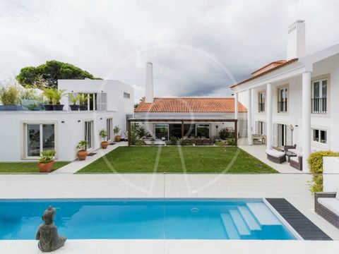 The villa is located in one of the most exclusive condominiums in Portugal. The Quinta Patino extends over 50 hectares of pine trees, oak trees and olive trees providing lovely gardens and panoramic views of the Sintra mountains. The gated comunity i...