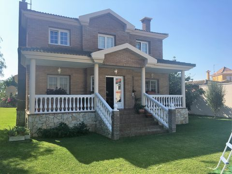 Enjoy a quiet hillside drive away from Gibraltar and you may stumble upon this house with a bright brick facade in Santa Margarita, an ever-growing beachside urban complex composed of various different development constructions. Located within close ...