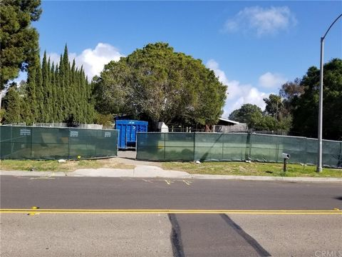 A well designed 9592sf livable space luxury custom home site is shovel ready for the buyer to build one's dream home in the costal city of Encinitas. The home is designed at the higher elevation to have clear ocean view. Elegant design combines the T...