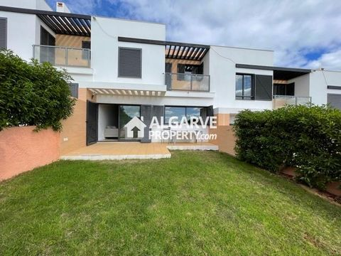 Located in Albufeira. Modern condominium of 3 bedroom villas with private gardens and sea views. Excellently located 3/4 minutes from several beaches and close to a shopping area and the Salgados golf course. Plots of land from 126 sq.m. with built a...