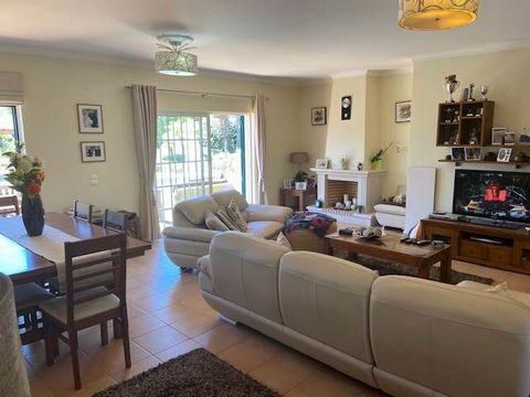 Located in Vilamoura. Stunning and spacious 3 bedroom end - townhouse with amazing landscaped garden in Vilamoura The villa is walking distance to a supermarket, browns sports club, the Old course and some restaurants Its a south - west facing well m...