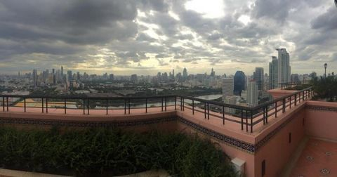 4-bedroom property of 150 sq.m at Aguston in South Sukhumvit (Sukhumvit 16-38). This property features: Air-conditioning, Furniture, Storage room, High floor, Balcony/terrace, Aguston offers the following services and facilities: 24/7 Security, Eleva...
