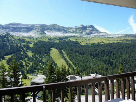 La résidence de la Forêt est située dans le quartier de FLAINE FORET à environ 50 mètres du départ des pistes et des rassemblements d'écoles de ski, à proximité immédiate des commerces. A noter : ascenseurs et casiers à ski. Superficie d'environ 53 m...