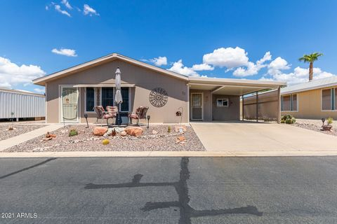 This charming like new, updated home is turn key w/ 2 bed, 2 baths, located in the desirable 55+Community of Rancho Mirage, just bring your suitcases! The bright open flr plan w/vaulted ceilings, gorgeous solid core luxury vinyl flooring, plantation ...