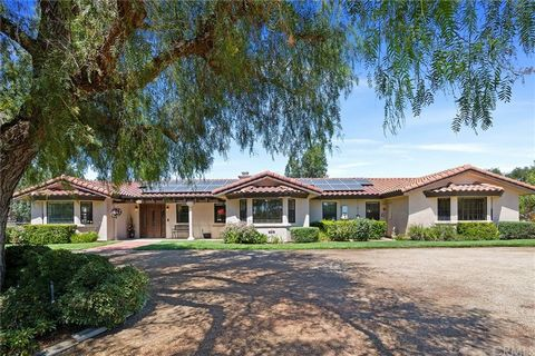 Equestrian owners look no further, your horse ready property is right here! The Los Ranchitos Community of Temecula provides horse trails for riding throughout the neighborhood, yet is close-in to local conveniences. This property is accessed through...