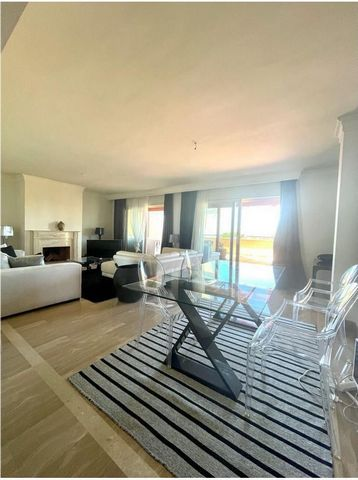 Located in Sierra Blanca County Urbanization. Available from 20th October fantastic penthouse. Last floor apartment 185 m2, 3 bedrooms, 3 bathrooms, south-facing, sea view 2 private garage spaces. Conditions: Price: 2,800 monthly. With No furniture -...