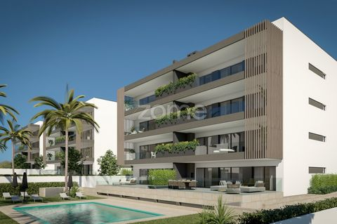 Excellent T2 and T3 apartments with balconies, garage and swimming pool (T2 with the possibility of becoming T2 + 1) high quality construction, 12 minutes from Praia de Alvor. Ground floor with 53m2 and 55m2 terrace areas. Fully equipped kitchen with...