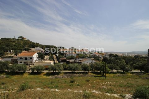 Magnificent estate near São Brás de Alportel. This farm has the possibility of urban subdivision for housing in the urbanizable area, consisting of 5 lots for the construction of townhouses, two type T3 and three type T4, making a total construction ...