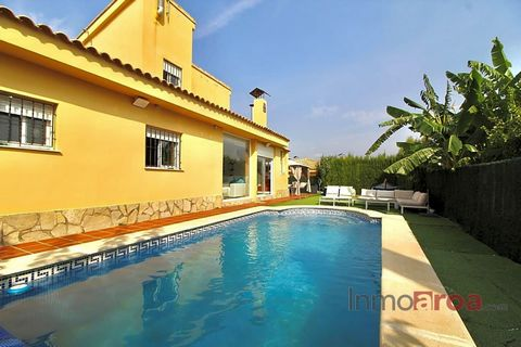 This villa is at BÉTERA, Valencia. It is a villa, built in 2006, that has 192 m2 of which 149 m2 are useful and has 5 rooms and 2 bathrooms. It includes garden and it has renovated, reinforced door, double glazing, aire acondicionado, pool and calefa...