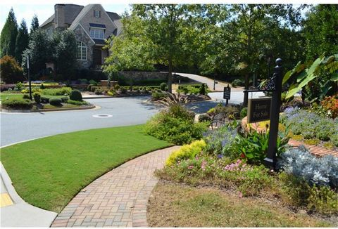 Located in Marietta. Last remaining lot in prestigious Heyward Square in East Cobb with outstanding Schools: Mount Bethel Elementary / Dickerson Middle / Walton High. Wonderful neighborhood with 29 classic homes featuring brick sidewalks, vintage sty...