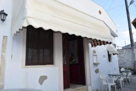 Pervolakia Old house 50m2 renovated (use to be a kafeneion) with a bathroom, wardrobes, a kitchen, A/C, cesspit and a tent. There are two other studios also renovated consisting an open plan living area with kitchen and bedroom, A/C, cesspit, a yard ...