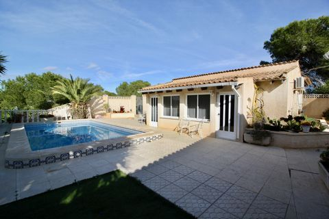 Located in the quiet and tranquil area of Pinar de la Perdiz just a few minutes drive from the popular village of Pinar de Campoverde is this spacious 3 bedroom detached villa with separate guest annex and swimming pool. Entering through the pedestri...