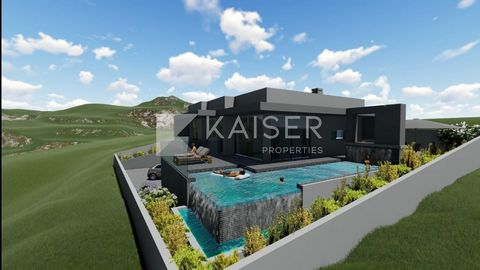 Plot of urban land with 517m2 for construction of single family house. Located in Canais, 5 minutes from Ferreiras village, in a quiet area, with beautiful panoramic views of the mountains and sea. The plot of land has a project inserted in the Town ...