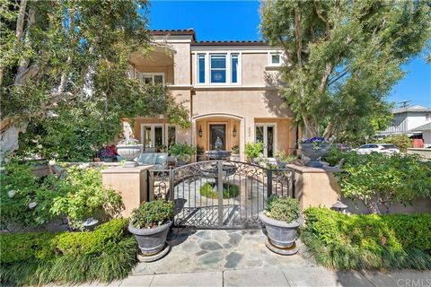 233 Jasmine offers a welcoming oasis on a PRIME corner location in the coveted 200 block of CDM village. Elegant in design, this three-bedroom, 4 bath residence offers a well-thought-out floor plan with impressive features and countless amenities inc...