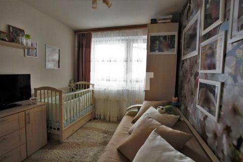 Продается пятикомнатная квартира с ремонтом. Распашная(окна на 2 стороны) Четыре изолированные спальные комнаты и просторный светлый зал 25 кв,м, два санузла, две лоджии. Пол: паркет. Ремонт фасада дома произвели летом 2015 года. Подъезд чистый и ухо...
