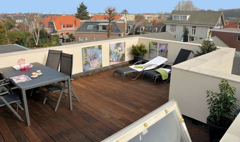 Located in Noordwijk, this comfortable 1-bedroom holiday home for 2 is ideal for a couple on a romantic getaway or a family with children. There is a roof terrace equipped with garden furniture to unwind. The beautiful Noordwijk Beach (3 km) is the p...