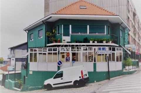 Ao comprar este prédio em São Mamede de Infesta, estará a investir num imóvel com as seguintes características: Prédio sito na Rua Silva Brinco (N14) , a escassos metros do cruzamento do Amial , com habitação, restaurante e dois espaços para comércio...
