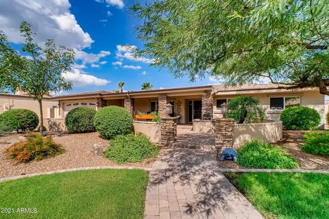 Remodeled home in the desirable Phoenix Mountain Preserve area. Quiet, friendly neighborhood. Open, split 4-bedroom, 2.5 bath floor plan. The 4th bedroom with 3/4 bath is an ideal space for a home office or guest suite. Large kitchen with white quart...