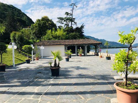 A Bissone, incantevole comune sulle sponde del Lago di Lugano, proponiamo alla vendita un interessante appartamento monolocale sul lago. L'immobile si trova proprio sul lago con grande parco dotato di piscina, ristorante, zona fitness, area svago, da...