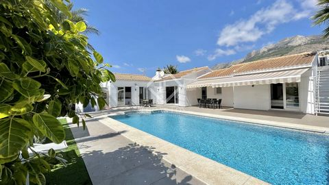 We present a wonderful villa distributed on one floor, completely renovated with the best materials, furnished and decorated with excellent taste to satisfy the most discerning clients. On the main floor, we are greeted by a spacious 80 m² living roo...