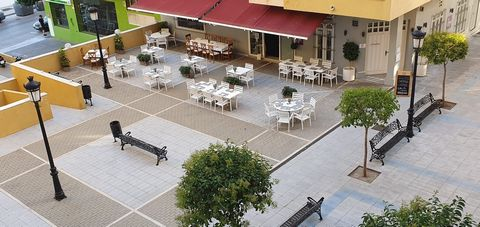 This charming restaurant located in the Guadalcántara residential complex, in San Pedro de Alcántara, currently in operation and with customers, is transferred. In a beautiful pedestrian square, with access to two streets, the restaurant has 153 mete...