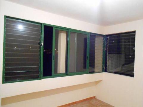 appartement refait à neuf offrant salon séjour Loggia avec vue sur mer 2 chambres salle d'eau et wc ind Idéal investissment Locatif ou jeune famille