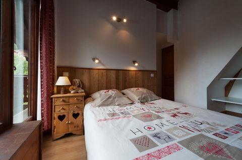 Les Edelweiss est une charmante résidence située à l'entrée du village de Champagny-en-Vanoise en Savoie. Le centre station et les remontées mécaniques se trouvent à 3 mn en voiture, navette communale gratuite ou 10 mn à pied. Accès direct à l'un des...