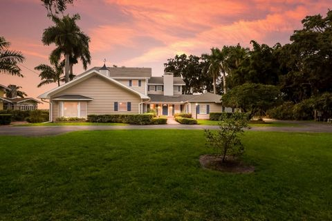 WATERFRONT HOME ON ALMOST ONE ACRE! STUNNING 5 BEDROOM, 4 BATHROOM HOME IN HISTORIC RIVER DISTRICT OF BRADENTON LOCATED DIRECTLY ON THE MANATEE RIVER. Charm abounds in this home that has been lovingly updated over the years. The flexible floor plan i...