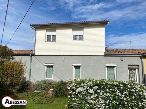 TOULOUSE (31) FOR SALE on a pretty plot of more than 300 m² enclosed and sported, a house of over 100 m² completely renovated with taste. The house consists of a fully equipped kitchen entrance of 28 m², a living room of 24 m² a bathroom with shower ...
