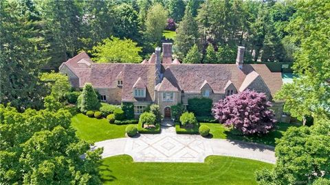 Exceptional Belle Haven peninsula stone English Manor style completely renovated and expanded in 2017 with outstanding quality finishes throughout. Beautifully sited on one of the most sought-after streets on the peninsula, this stunning 1.5 acres of...