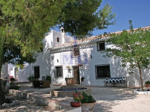 EXCLUSIVE - Cortijo de luxury elegantly restored 300 years old located in Codnor. Set among pine trees, almond trees and fruit trees, consists of 20,000.-m2. spread over land and housing, in the interior of the same we found six suites each with thei...