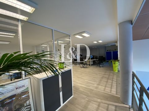 Commercial premises 5 km from the city center of Avignon; good profitability!!!! Fully rented, consisting of offices, shops, workshops and reception rooms... You want a profitable investment; do not hesitate to contact me at ... Ad written and publis...