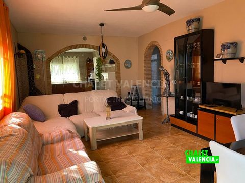 Villa in the middle of nature, La Balsilla urbanization area, Vilamarxant, less than 30 minutes by car from the city of Valencia. Rustic plot of 3420m2, 5km from Cheste, surrounded by Mediterranean forest, and with beautiful views. Large garden areas...