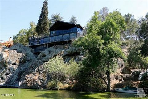 Design, create and build your own masterpiece using what nature has so elegantly provided; Views, water, rock and location, location, location. Perched high on the rocky cliff overlooking the dam with expansive 180 degree views to mountains and over ...