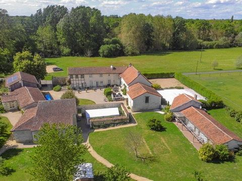 A manor house with gîte complex caterping mainly for groups, seminars and weddings. This magnificent property has been fully renovated throughout and consists of a 4 bed manor house (approx. 315m²) together with 4 gîtes, 2 glamping tents and a semina...