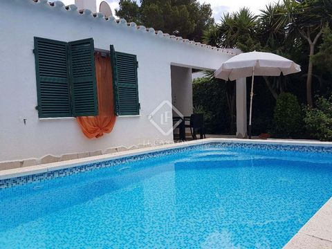 House of 101 m² located on a plot of 261 m² in Cala Blanca, a small cove on the west of the island, just 5 kilometres from Ciutadella de Menorca, between Cala Santandria and S'Aigo Dolça. The house is on one floor, consisting of 2 bedrooms with fitte...