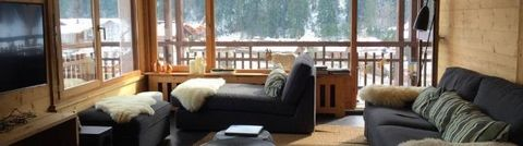 Residence Le Danay, with a lift, is located in the very heart of Le Grand-Bornand Village, 50 meters from the Tourist Information center and the skibus stop. Skislopes are 650 meters from the residence. Surface area : about 14 m². 2nd floor. Orientat...