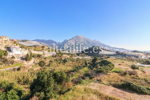 Apartment with views of the Sierra Bernia. It has 111m2 built and distributed in 3 bedrooms with fitted wardrobes, 1 bathroom, independent kitchen, living and dinning room and balcony. The building has a lift and is south facing. It is situated 5 min...