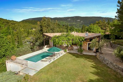 In a quiet area, beautiful modern villa of approximately 254 m2 offering a nice view and a land of more than one hectare. Build on two levels, the villa is composed of : an entrance, a spacious living room with fireplace and access to a terrace, a di...