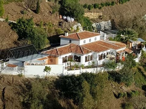 Country Property, with 3 bedrooms, 2 bathrooms, a garage, a heated swimming pool and a sauna.
