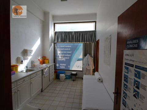 Commercial space located in the center of Tavira, distributed on a single floor, with 189.25 m2 of gross area. Space with enough potential for trade or services. It is currently divided into 7 rooms but the whole space can be transformed into a large...
