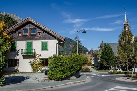 This beautiful apartment in the Rhone Alpes offers stunning mountain views. The property features 2 bedrooms and is ideal for a family or a small group of 6 who want to enjoy their vacation to the fullest. The apartment is just 100 m away from the ma...