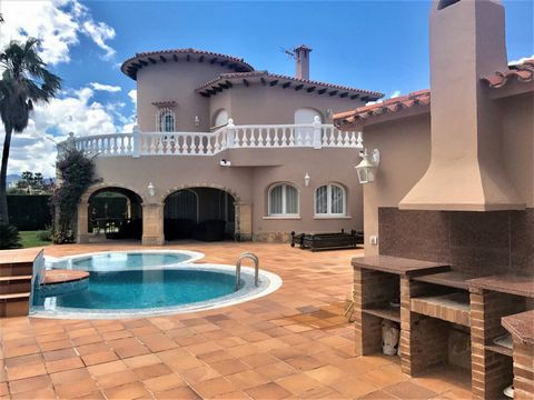 Luxury south facing villa by the sea and golf course in Oliva.. . The property has 412 m2 of constructed area and is built on a plot of 1.231 m2 + 385 m2 of gardens. Total plot area is 1,616 m2.. . Ground floor consists of a fully equipped kitchen, l...