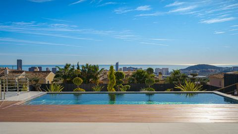 villa in benidorm with spectacular sea views. 512m2 built and 741m2 plot. 10x4m pool and beautiful private gardens with automatic irrigation. the finishes and materials are top quality and includes numerous extras such as elevator underfloor heating ...