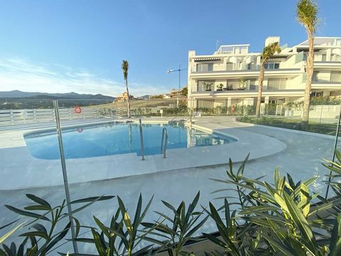 New Golden Mile, Estepona: Brand new penthouse, never lived in, in Urb. Le Mirage. South facing, sea views and close to all amenities. Main floor with living/dining area, open plan kitchen, two bedrooms en suite. Access to the terrace. Upper floor, s...