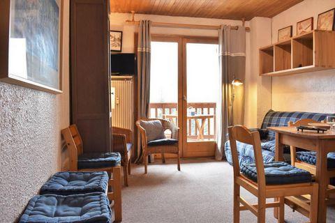 La résidence Les Merisiers, avec ascenseur, est située à environ 50 m de l'arrêt du ski-bus (service gratuit) et 100m des pistes de ski, dans le quartier du Plateau. Les studios et appartements disposent d'un balcon ou d'une terrasse et d'un casier à...